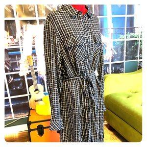 NWT Adorable drapey shirtdress
